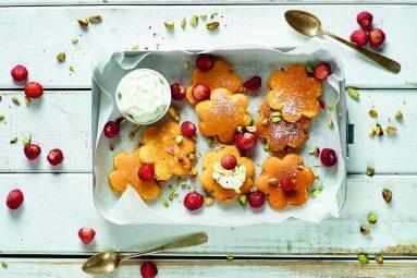 Pancake alla ricotta con yogurt greco e fragoline